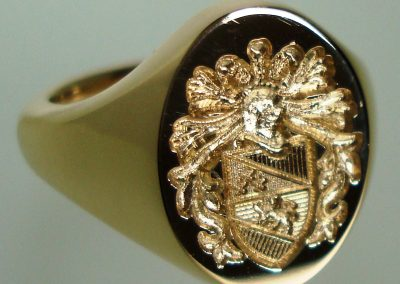 Gold signet ring seal engraved with coat of arms