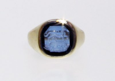 Gold signet ring set with sapphire and hallmarked, seal engraved with crest