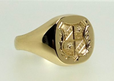 Signet ring shield